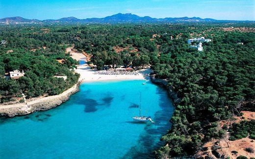 At PLAYA de S'AMARADORT you will find the most beautiful dream beaches in Mallorca, the largest of the thre Balearic islands.